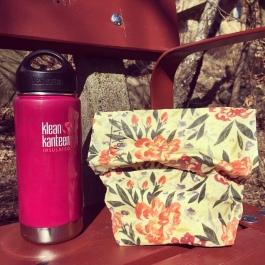 Mårdapåsemed matsäck ute på picknick